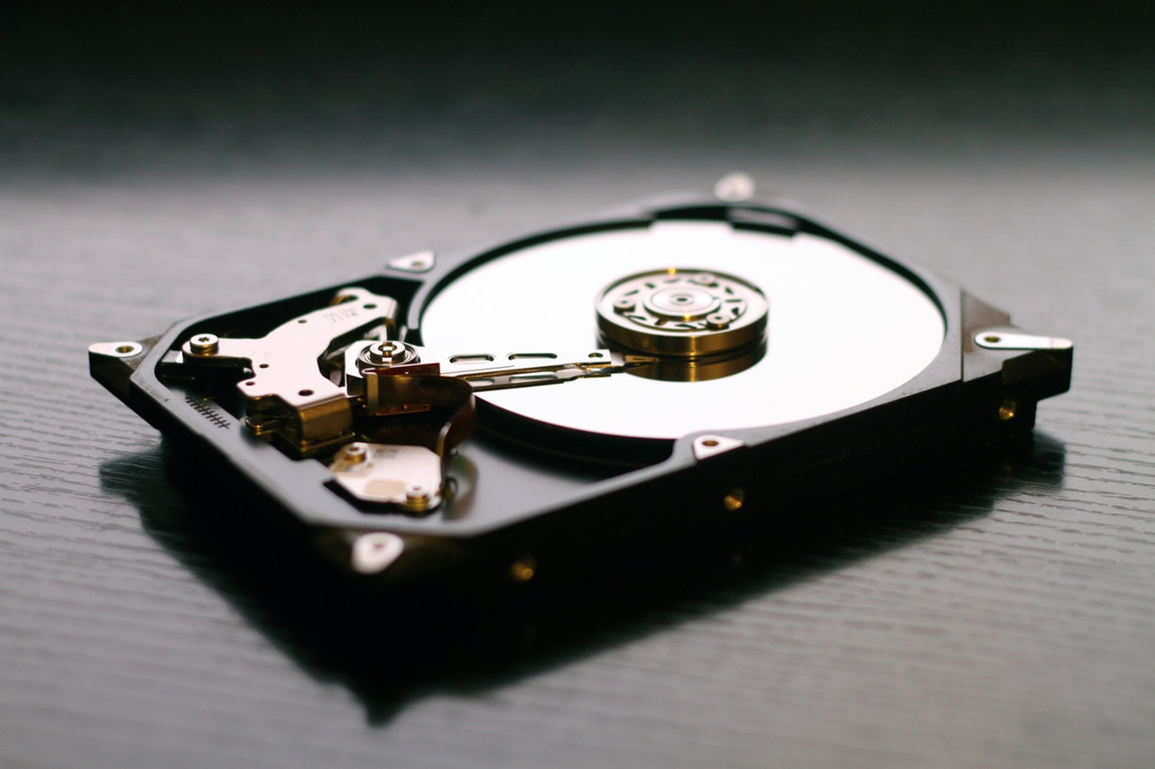How to Choose Between SSD vs HDD Storage for Your Laptop